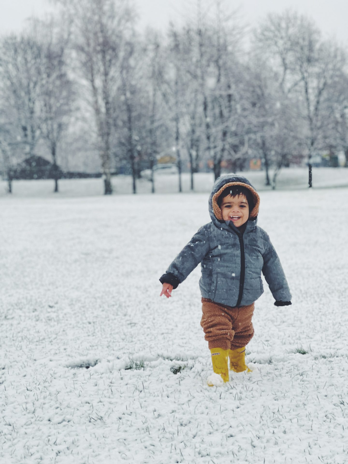 toddler in snow iphone 12 pro max review