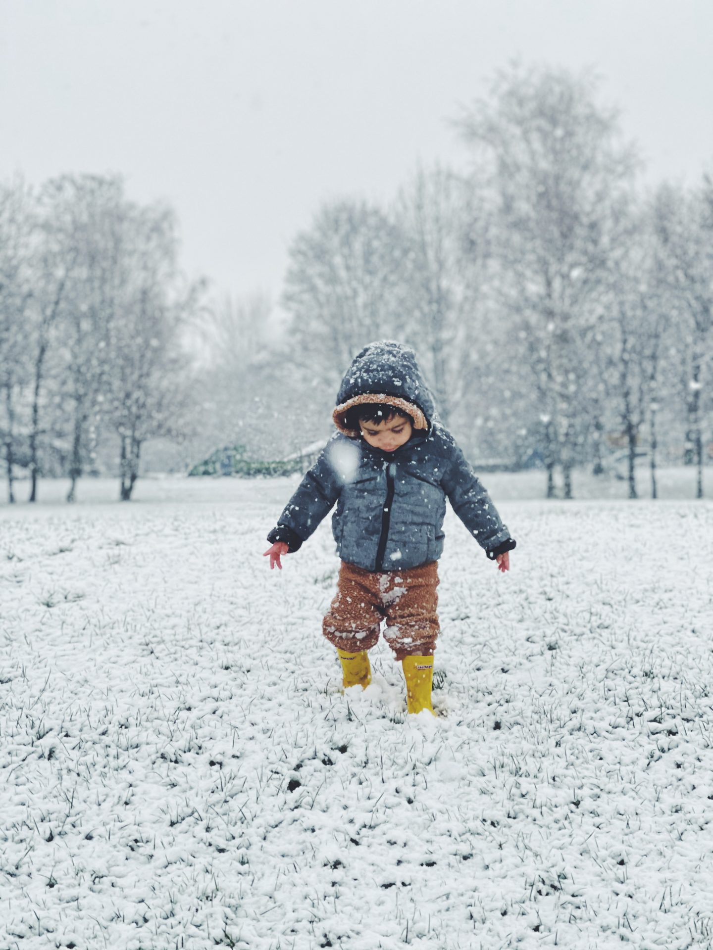 iphone 12 pro max review toddler in snow